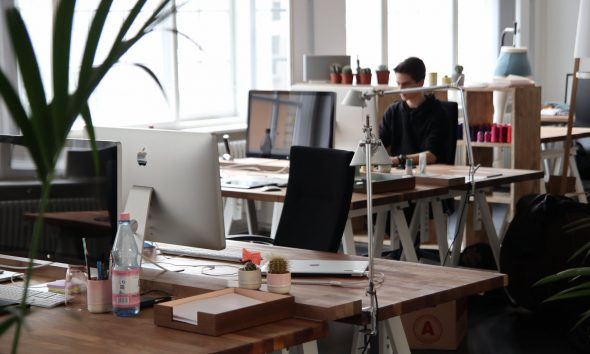 A Full Guide on How to Keep Your Desk Neat and Clean