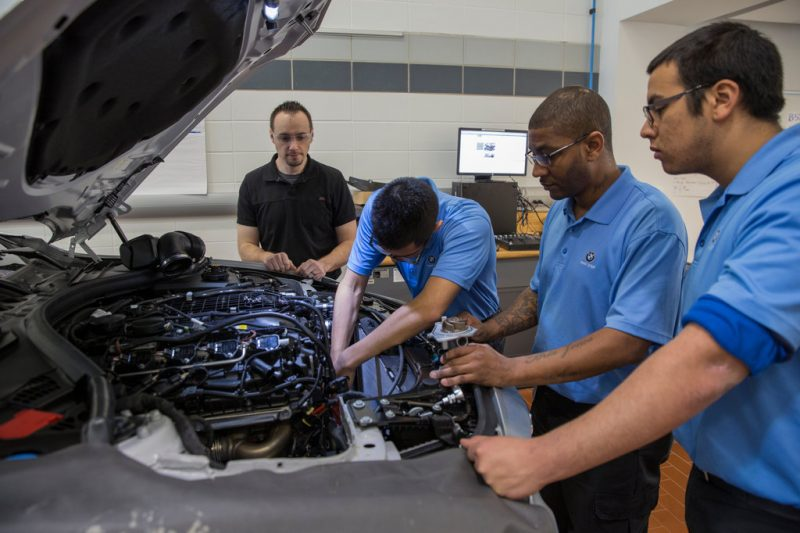 What Are the Benefits of Top Auto Mechanic Shops
